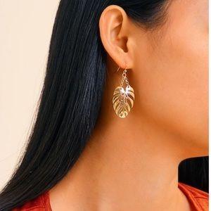 JUST IN‼️ Palm Shaped Drop Earrings - Earring